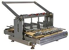 Creep bending test device for cardboard